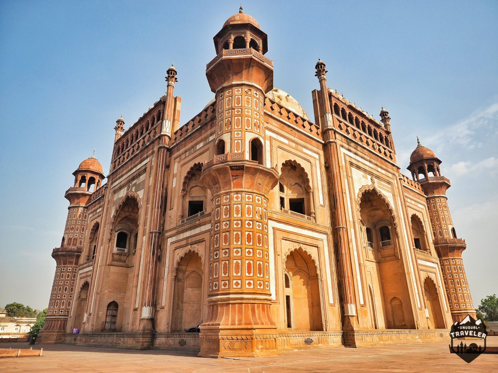 tomb-of-safdarjung